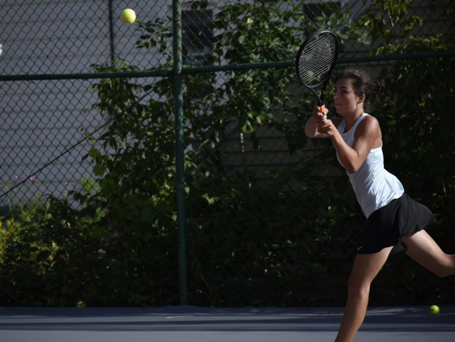 Margaret+Bugnacki%2C+senior%2C+hits+the+ball.+Girls+tennis+has+a+large+turnout+this+year.